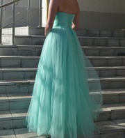Вечернее красивое платье ( одето один раз) в превосходном состоянии !!